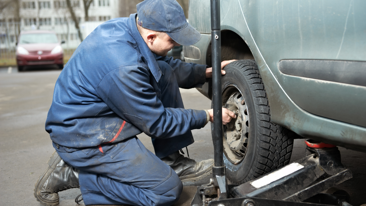 replacing a punctured tyre
